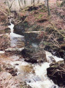 """Pulpud Huw Llwyd - A """"stack"""" in the middle of the Afon Cynfal.  Supposedly preached from by the 17th century preacher of the that name. © Copyright Dewi and  licensed for reuse under this Creative Commons Licence"""